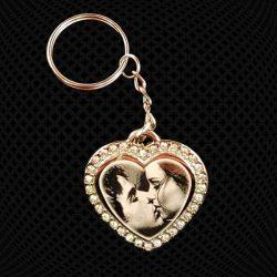 Porte-clefs Plaque Coeur Strass en acier