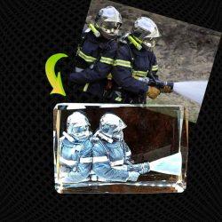 Cube Moyen Bords Biseautés en verre gravure 3D – 12cm (horizontal)